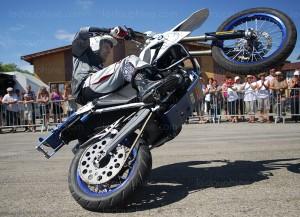 jean-pierre-goy-pilote-moto-cascadeur-professionnel-assurera-le-show-pour-les-30-ans-du-moto-club-des-bermudes-a-la-salle-la-treille-de-saint-pierre-d-albigny-aujourd-hui-le-dl-laurent-fabry